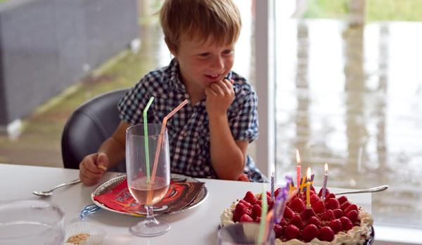 Isaks somriga födelsedagstårta (utan ägg och gluten)